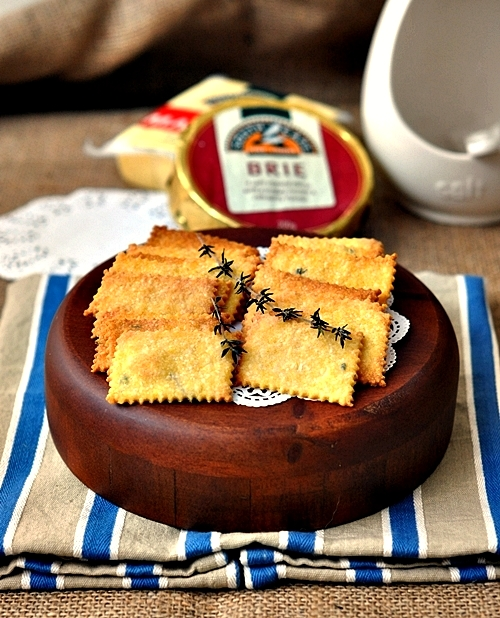 Polenta, Parmesan & Thyme Crackers