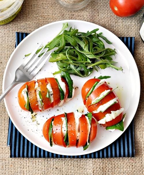 Hasselback Caprese Salad | fussfreecooking,com
