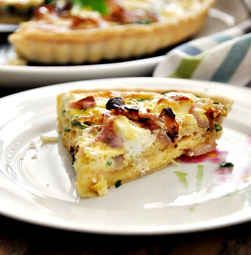 a19a Goat Cheese, Arugula (Rocket) & Caramelised Onions Quiche