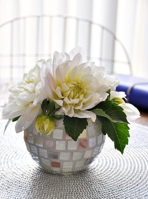 a4 Use a candle holder as a vase