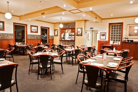 Mary Jane's Restaurant @ Kellys Rugby Hotel, Orange NSW a4