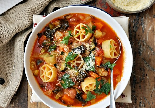 Minestrone with Borlotti, Fennel & Kale + KitchenAid Food Processor Giveaway