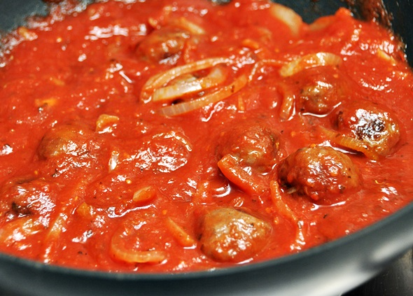 Simple Dinner for Two: Spicy Tomato & Red Wine Meatballs a9