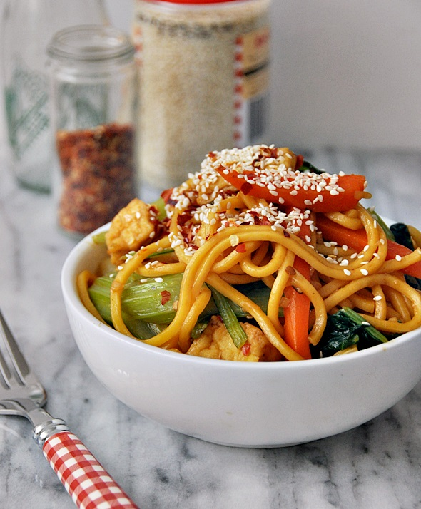 Sweet Chilli & Hoisin Tofu & Vegetables Noodles a1
