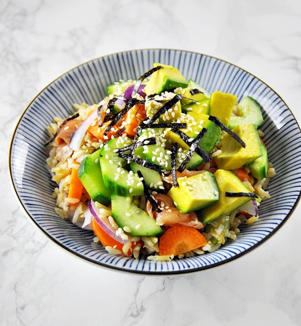 [Recipe] Smoked Salmon, Avocado & Brown Rice Sushi Bowl