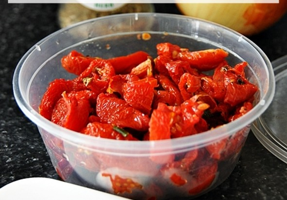 4 Delicious Recipes Using Sun-Dried Tomatoes | www.fussfreecooking.com