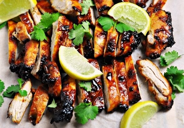 5-Ingredient Garlic Sriracha Grilled Chicken
