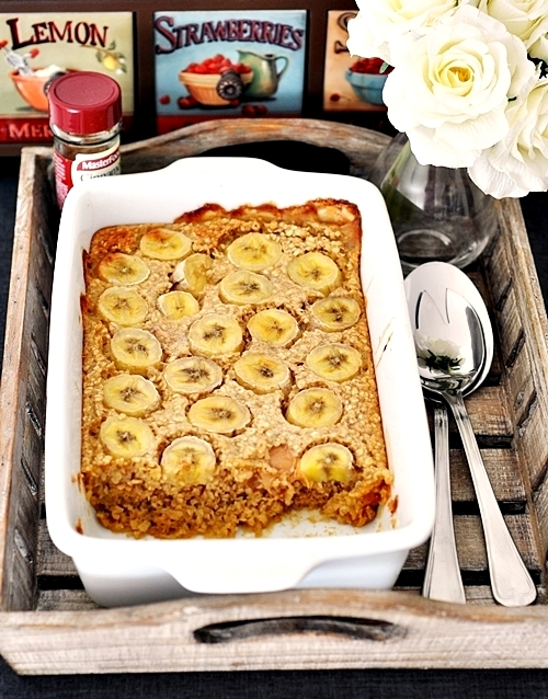 Baked Oatmeal with Bananas & Peanut Butter