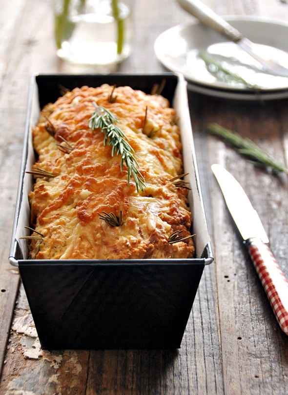 """[Recipe] Cheesy Rosemary and Pecan Damper Loaf – A No Knead """"Bread"""""""