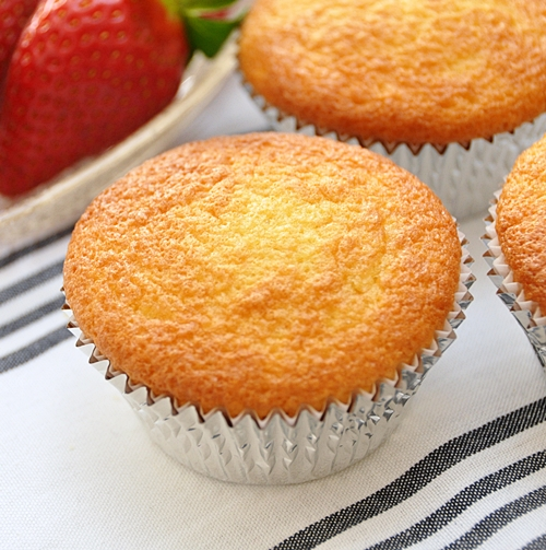 Sponge Cupcakes With Sparkling Apple Juice