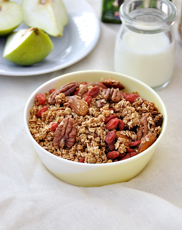 Toasted Muesli (Granola) with Goji Berries, Nuts & Maple Syrup
